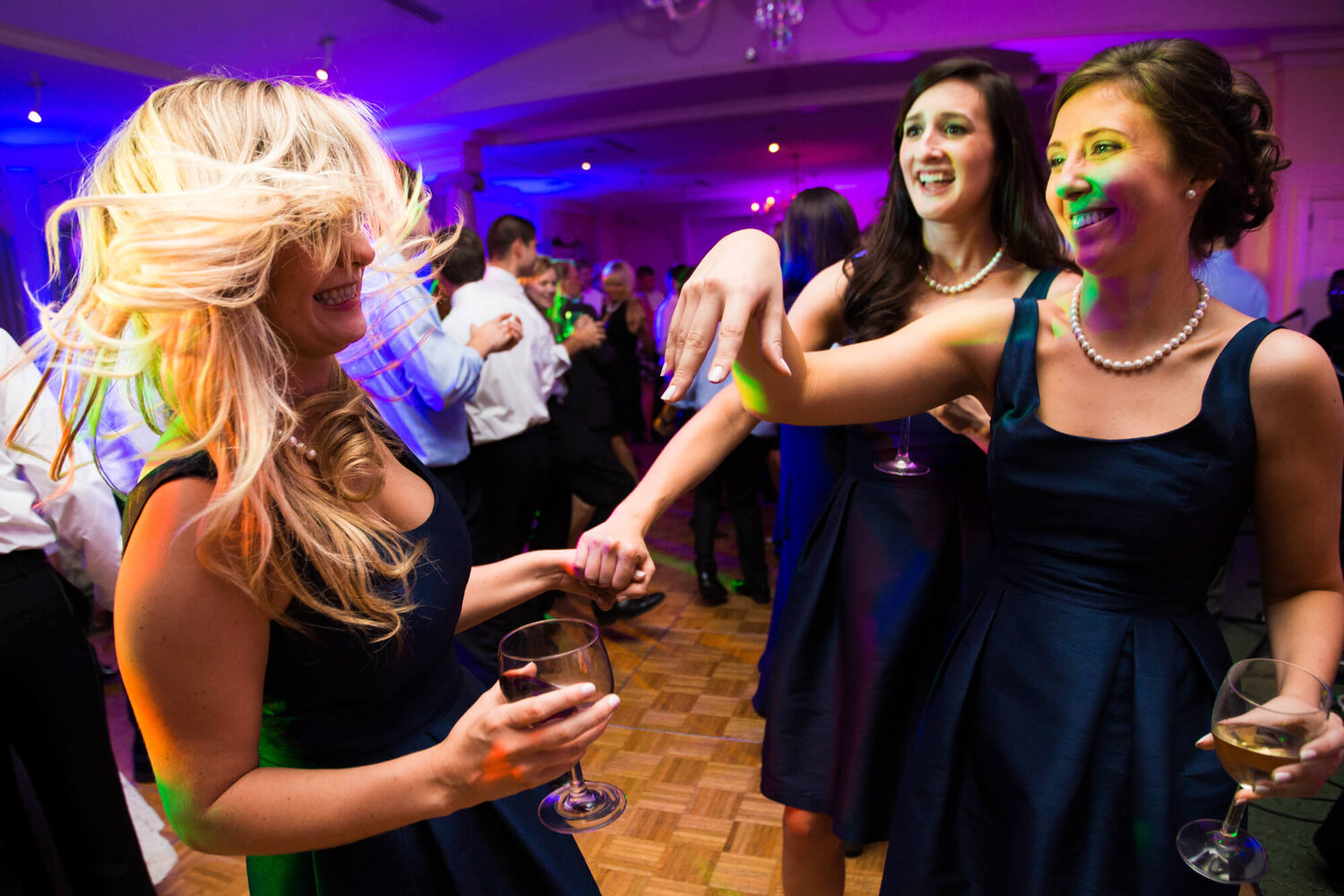 07-old-warson-country-club-st-louis-wedding-guests-dancing.jpg