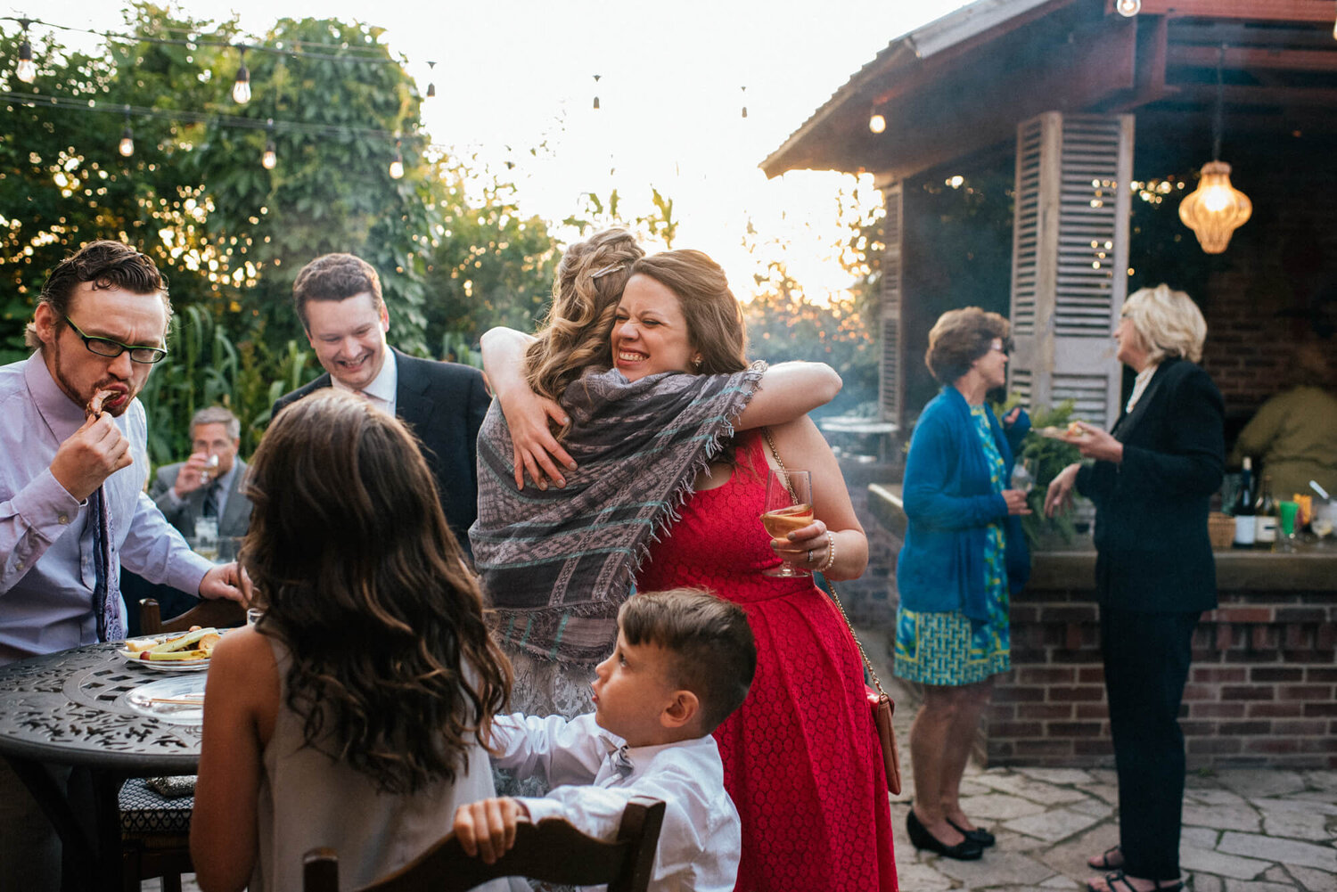 13-city-cottage-st-louis-wedding-guests-hugging.jpg