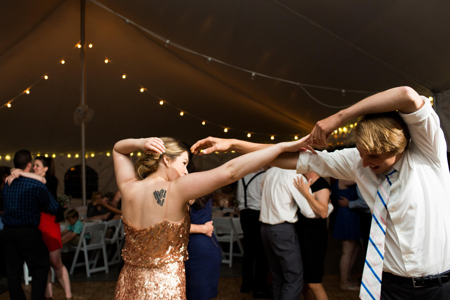 18-nobilos-vineyard-augusta-missouri-wedding-guests-dancing-reception.jpg