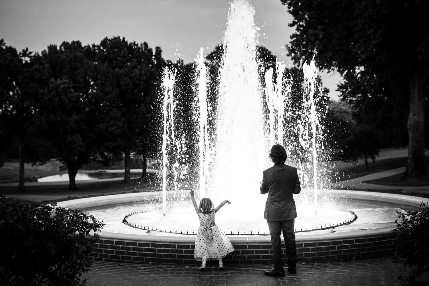 20-old-warson-country-club-fountain-wedding-guests.jpg