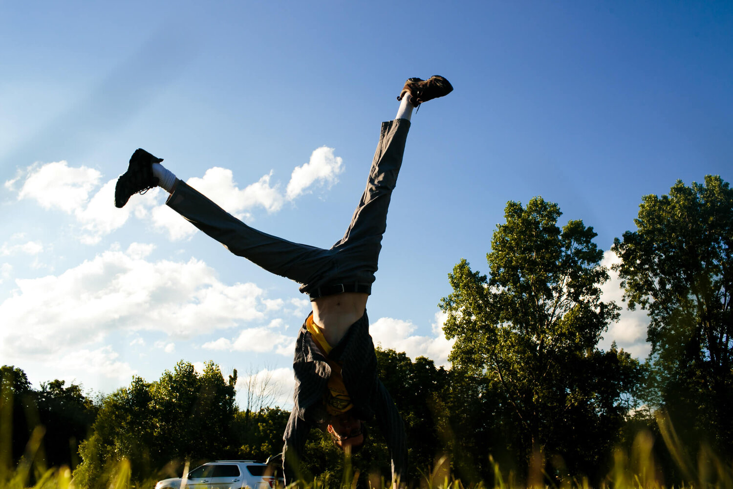 23-st-louis-photography-guest-at-wedding-cartwheel.jpg