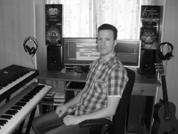 CrazeMusicProductions_Studio_400x300_Greyscale.jpg