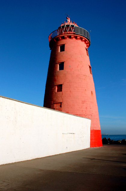 Poolbeg Light house at entry to Dublin Harbour.jpg