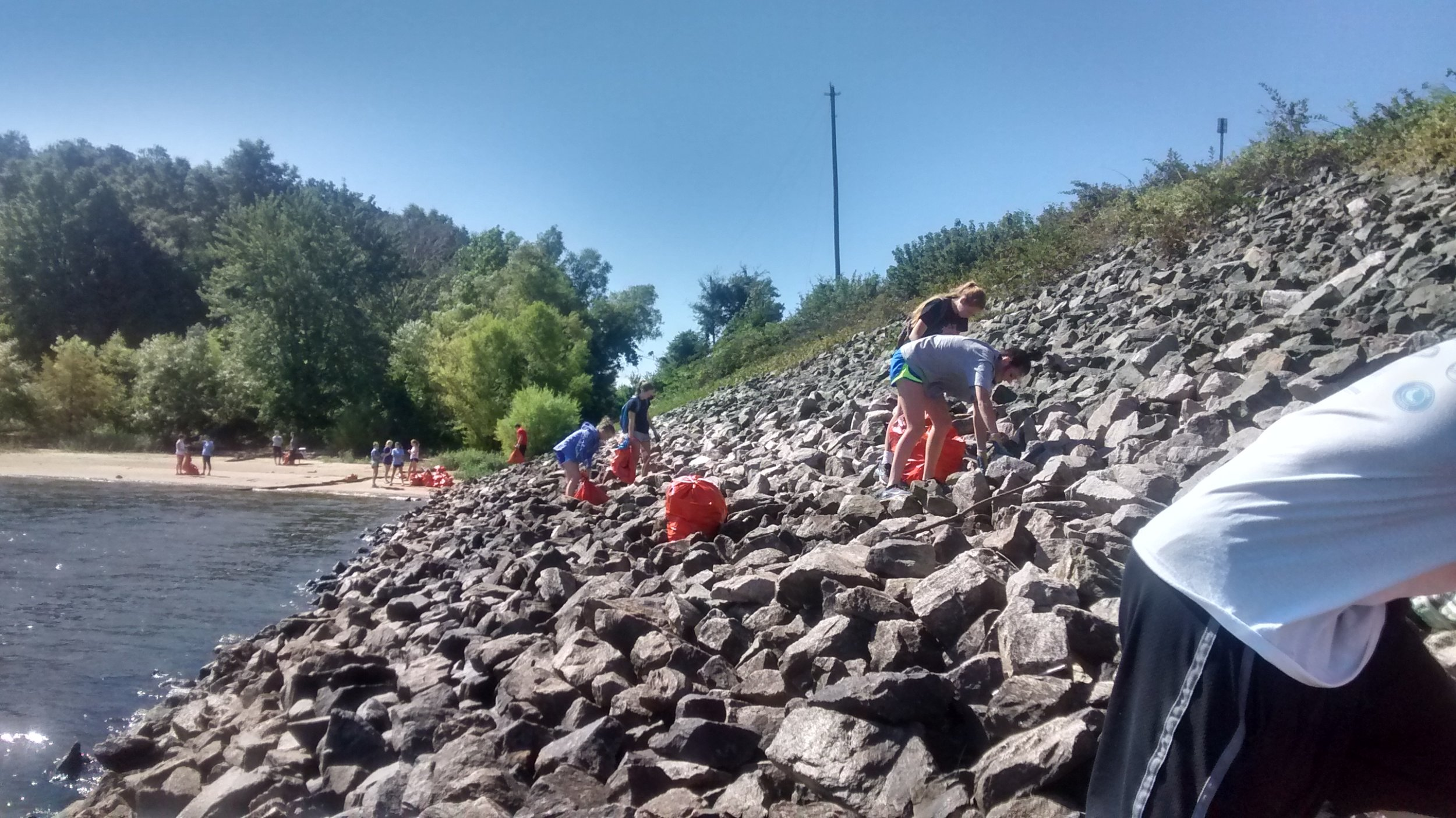 Volunteers on rip (1)