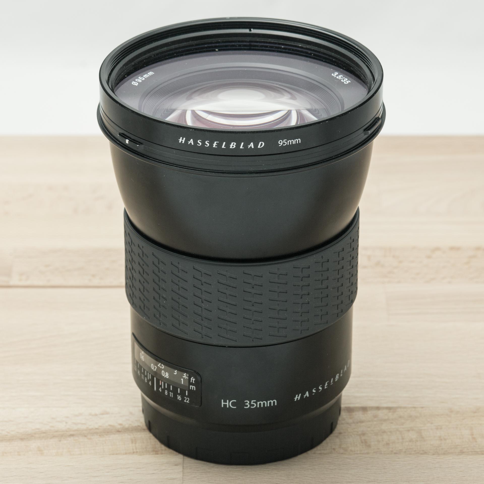 Hasselblad HC 35mm f/3.5 + Lens Shade + UV-Sky 95mm // 6.957 exposures