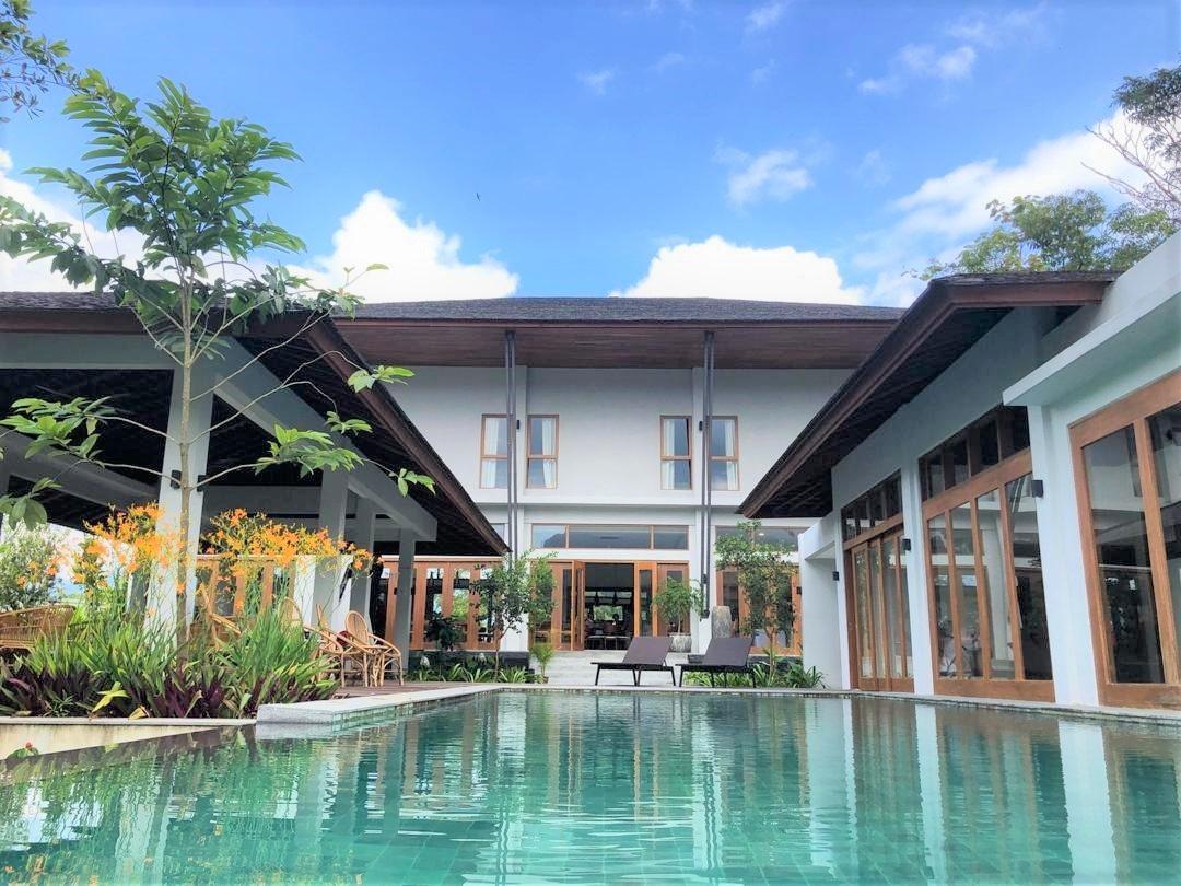 Clubhouse Pool.jpg