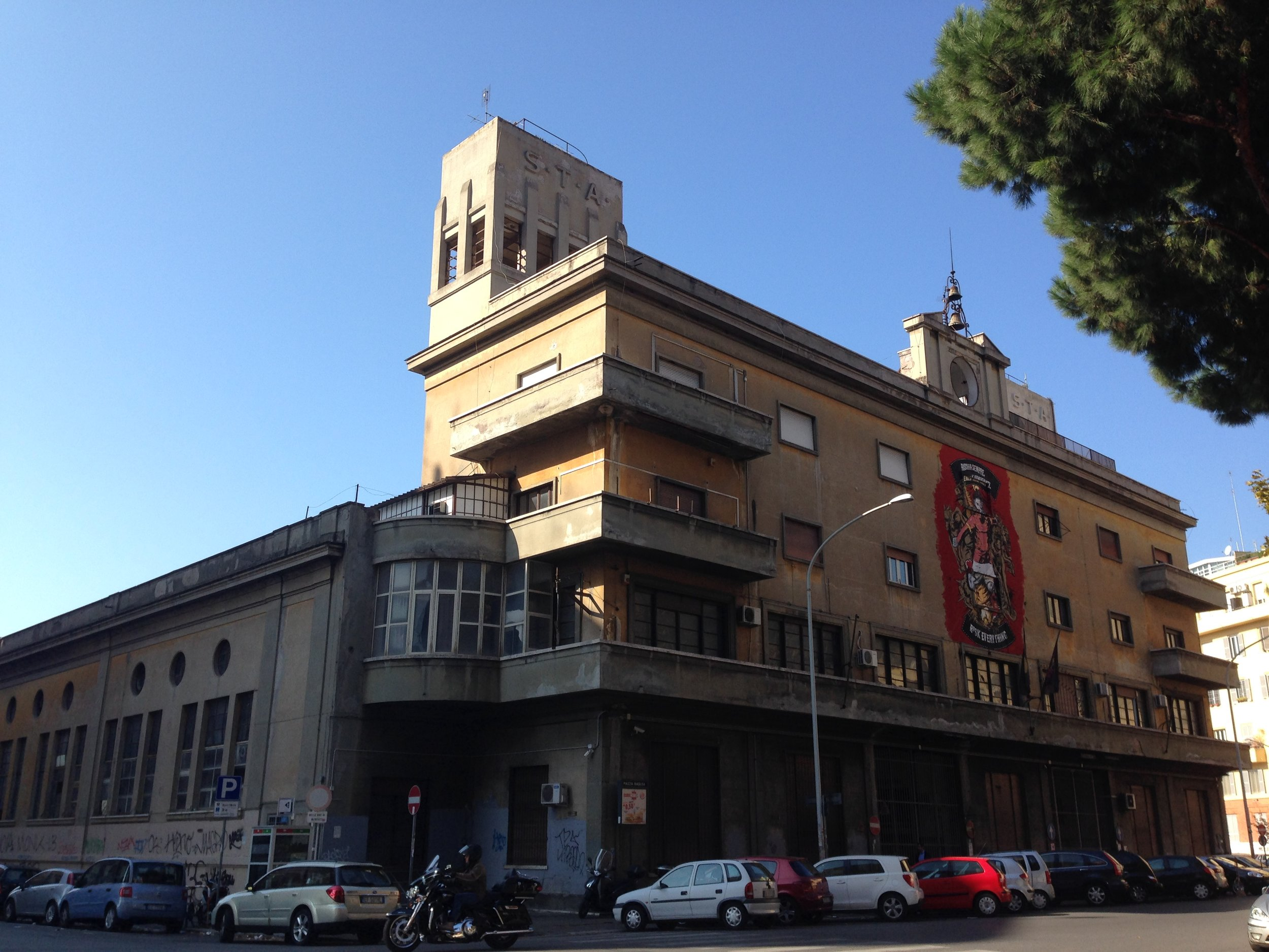 ex-stazione d'atac piazza ragusa | ARchitecture - Longtime derelict despite many conversion projects, this wonderful, almost church-like building of a former 1930's bus depot near Tuscolana station should - hopefully - really turn into a cultural centre at last.