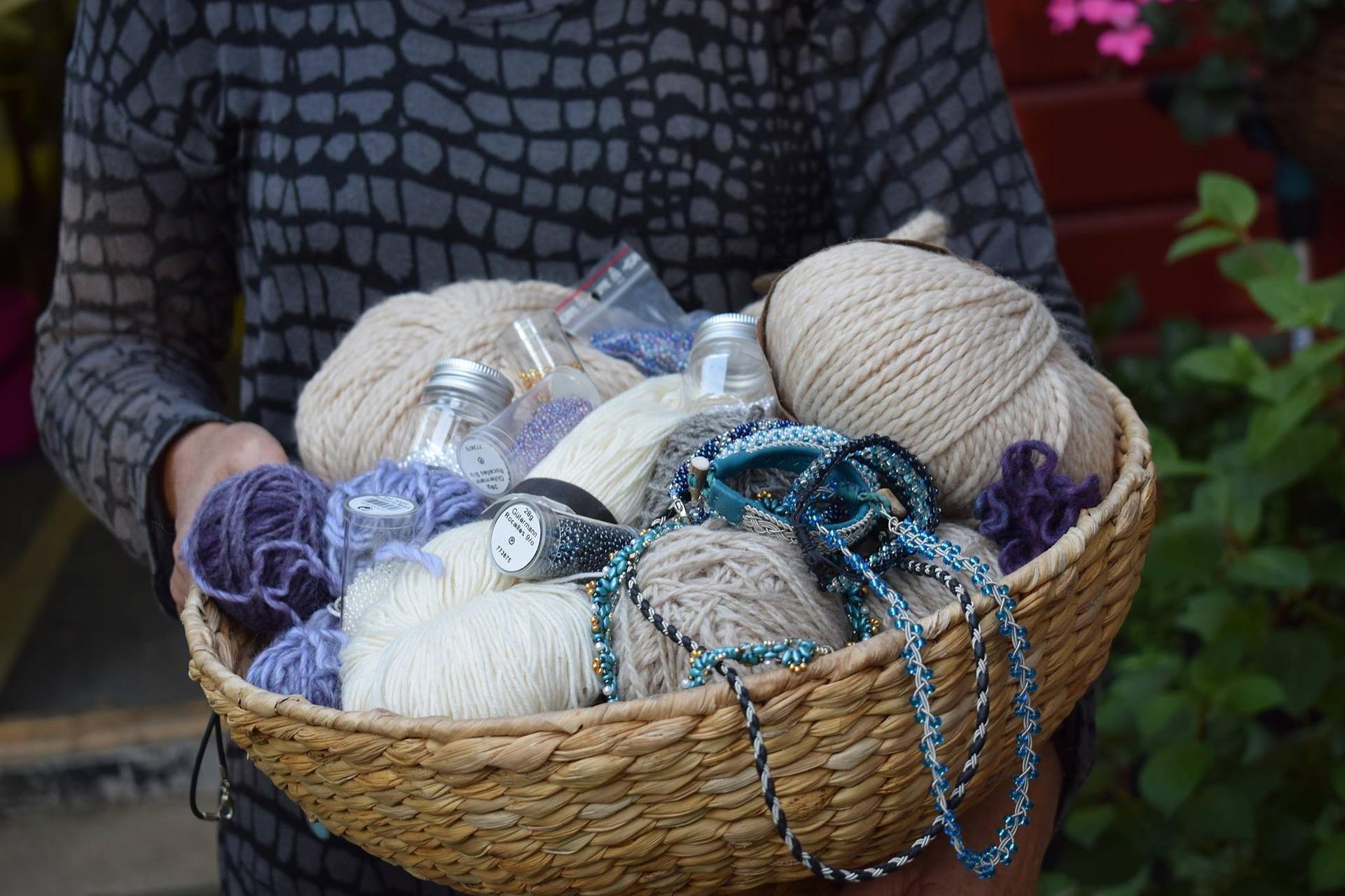 crafts-2373671_1920.jpg