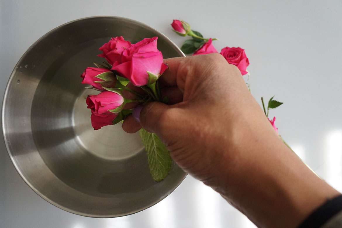 Andrea Fenise Memphis LIfestyle Blogger and Slow Living Blogger shares a herbal self care bath with roses and mint