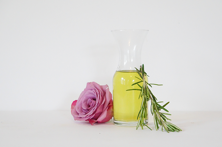 Andrea Fenise Memphis Lifestyle Blogger and Memphis Wellness Blogger shares a DIY Grapeseed Oil for eczema
