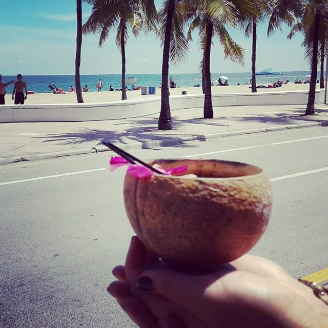 Happy Sunday 🌞🌞🌞 Priceless view 🌴🌴🌴Best cocktails on the beach 🍸🍸🍸