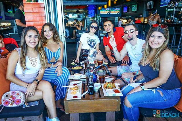 Happy hour with friends, the best place to have fun this Thursday night. #tsukuro #fortlauderdale #happyhour #beach