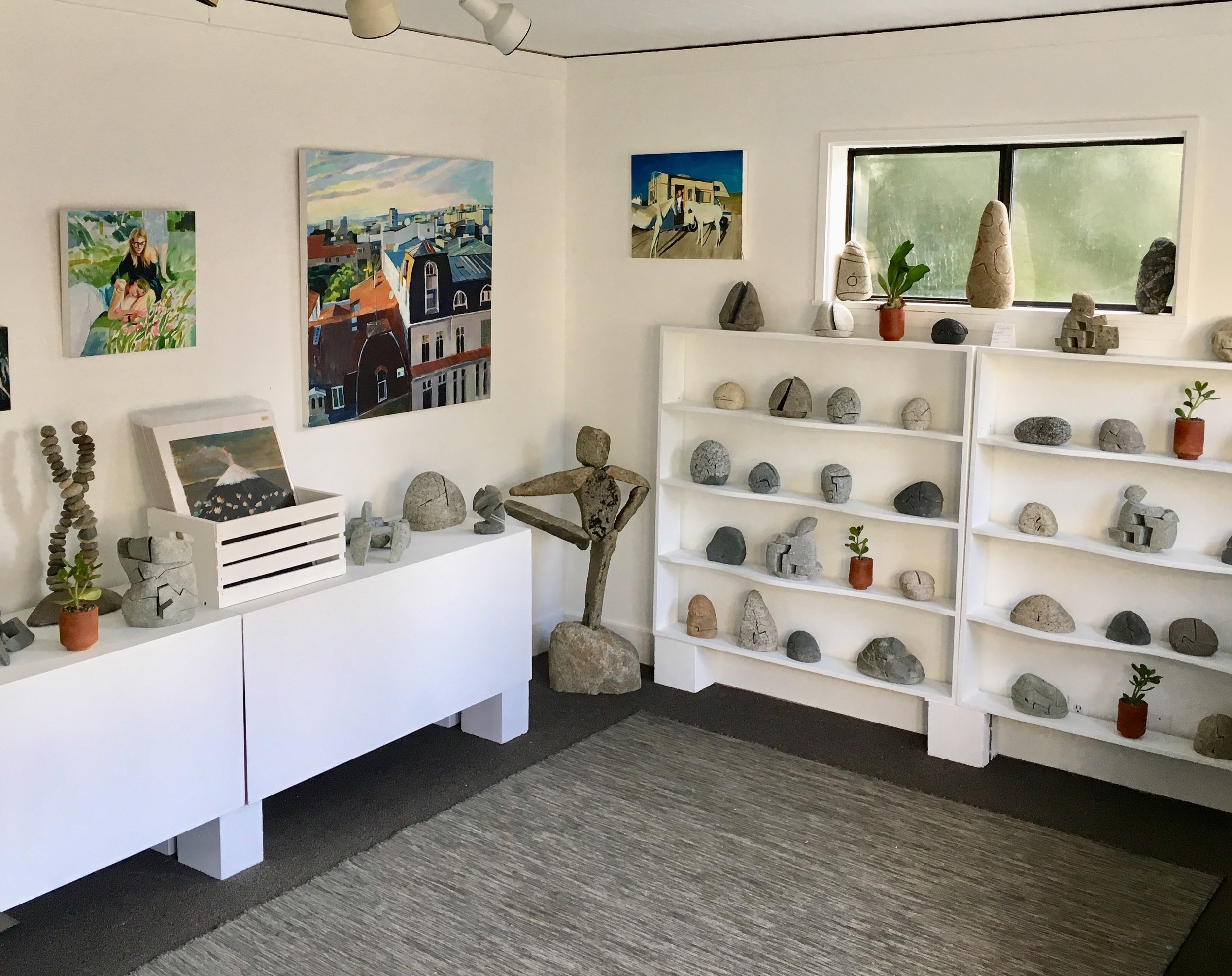 Small World Art Gallery is a tiny art gallery located on Bainbridge Island. Erica has collaborated with local stone sculptor Ethan Currier to display their work at this location from fall of 2018 through 2019.