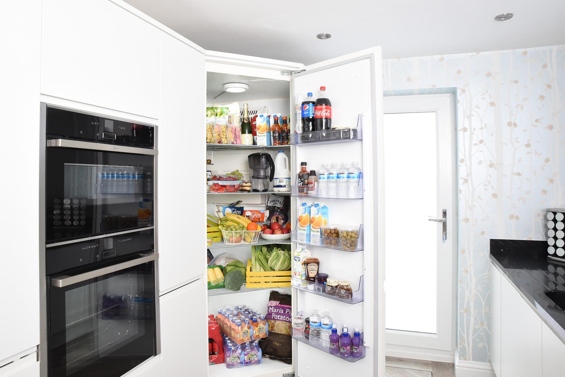 fridge-3475996_1920.jpg