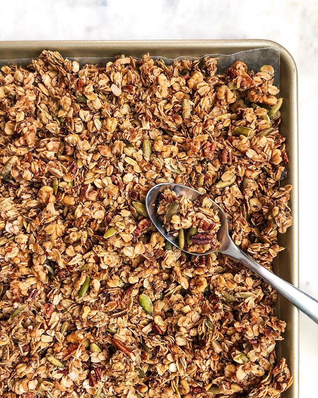 Add a healthy boost to your day with cinnamon maple pecan granola! #yesplease  This super simple @thefeedfeed featured recipe is one you can feel really good about enjoying daily. Every delicious cluster is packed full of antioxidants, fiber, protein, and heart-healthy oats so you can take the day on like a boss.  Check it out on busygirlbaking.com! 🙌🏻