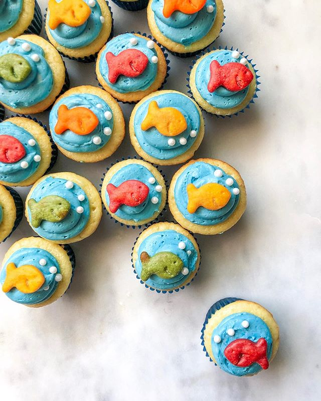 Just keep swimming...the weekend will be back soon! 🐠  I loved creating these ocean-themed cupcakes for my nephew's 6th birthday! No one could resist those cute  @goldfishsmiles.
