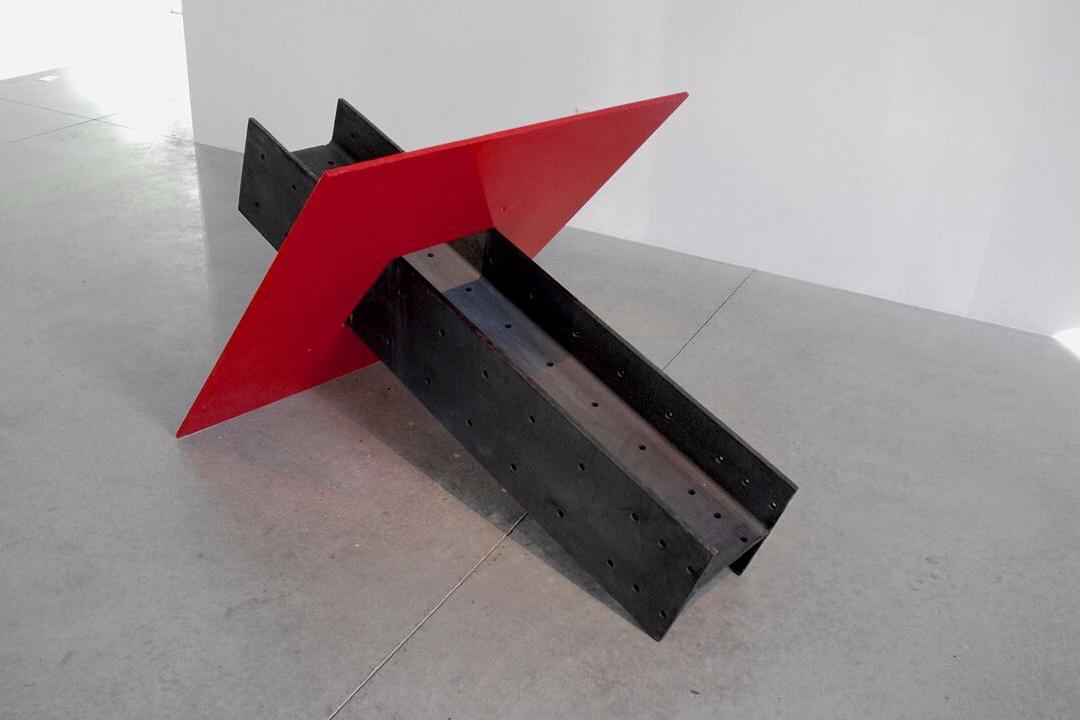 Kenneth Capps  Rio Hondo , 1973 steel 36 x 48 x 72 in (91.4 x 121.9 x 182.9 cm)