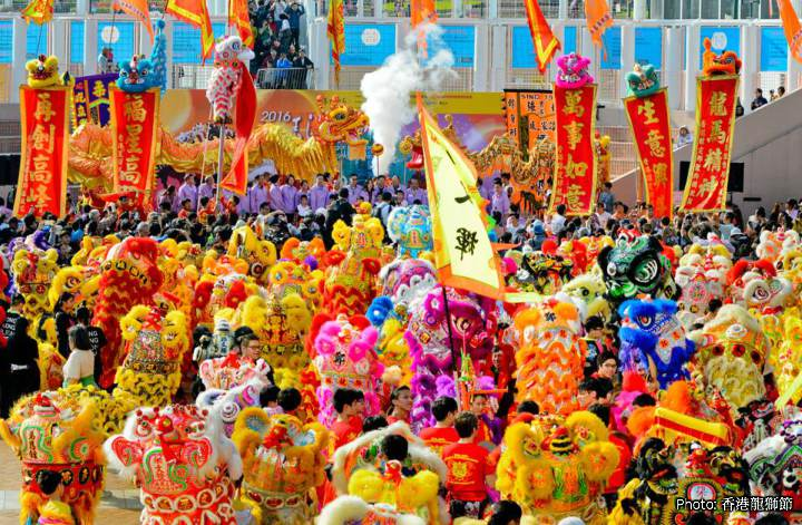 🎨 The lion biggest Lion dance in the world took place in HK in 2011. That was the performance in which 1,111 Dragons and Lions took part.