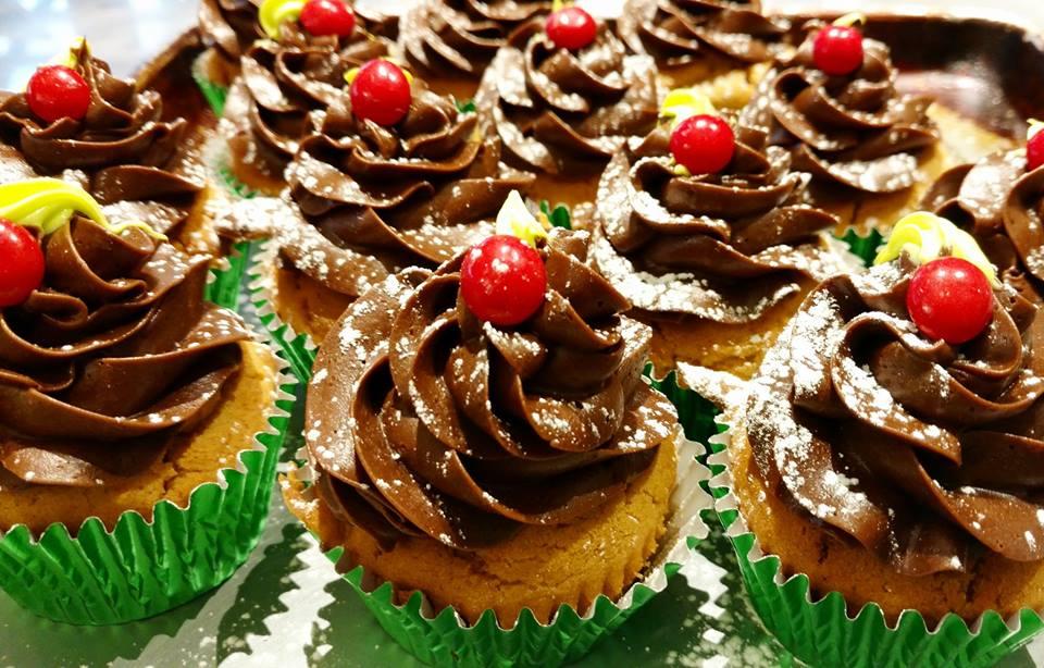 Cupcakes - Cookies N CreamBirthday CakeBlackberry LemonRed VelvetClassic Vanilla & Chocolate