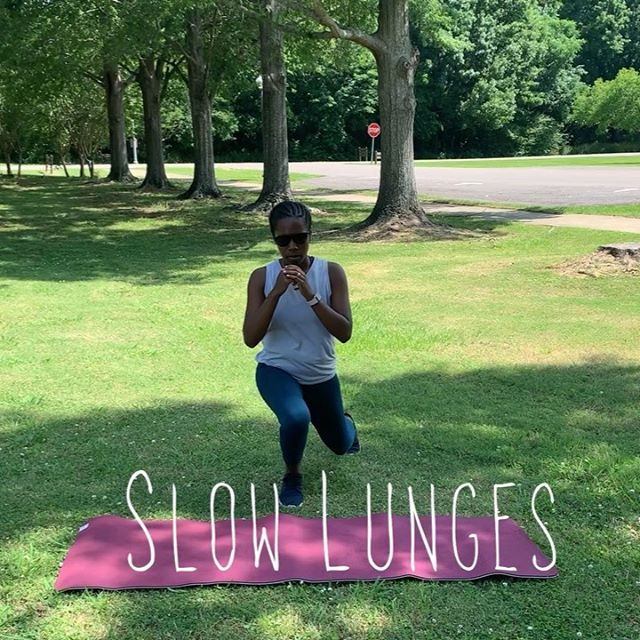Get outside nice and early to beat the heat! 🌞 . Check out my 🆕 Quick 5 Move Workout that fuses Barre & a Weighted Ball ( you can sub the ball for a weight, puppy, or baby). . 1️⃣ Slow Lunges (Alternating Legs, 1m) . 2️⃣ Pulsing Lunges (Alternating Legs, 1m) . 3️⃣ Plie Squats (1m) . 4️⃣ 30/60/90 Leg Lovers (1m) . 5️⃣ Weighted Ball Rotations (1m) . Repeat this circuit 3 times. . For more quick workouts that don't require a billion pieces of equipment or waiting in line at the gym on Monday evening next to 8 sweaty people... . Grab your spot in my free Back to the Basics Challenge starting June 1st! Get quick and easy workouts, access to easy and healthy recipes, and special prizes. Link is in the bio. 🎁 #simplyfitwithashley #melaninfitness #momtummy #sahmomlife #momtobe #postpartum #postpartumbody #moms #momstrong #momsintofitness #diastasisrecti #csection #pelvicfloor #fit4mom #fitmom #fitnessjourney #fitgirlsfam #backtothebasics #barreworkout