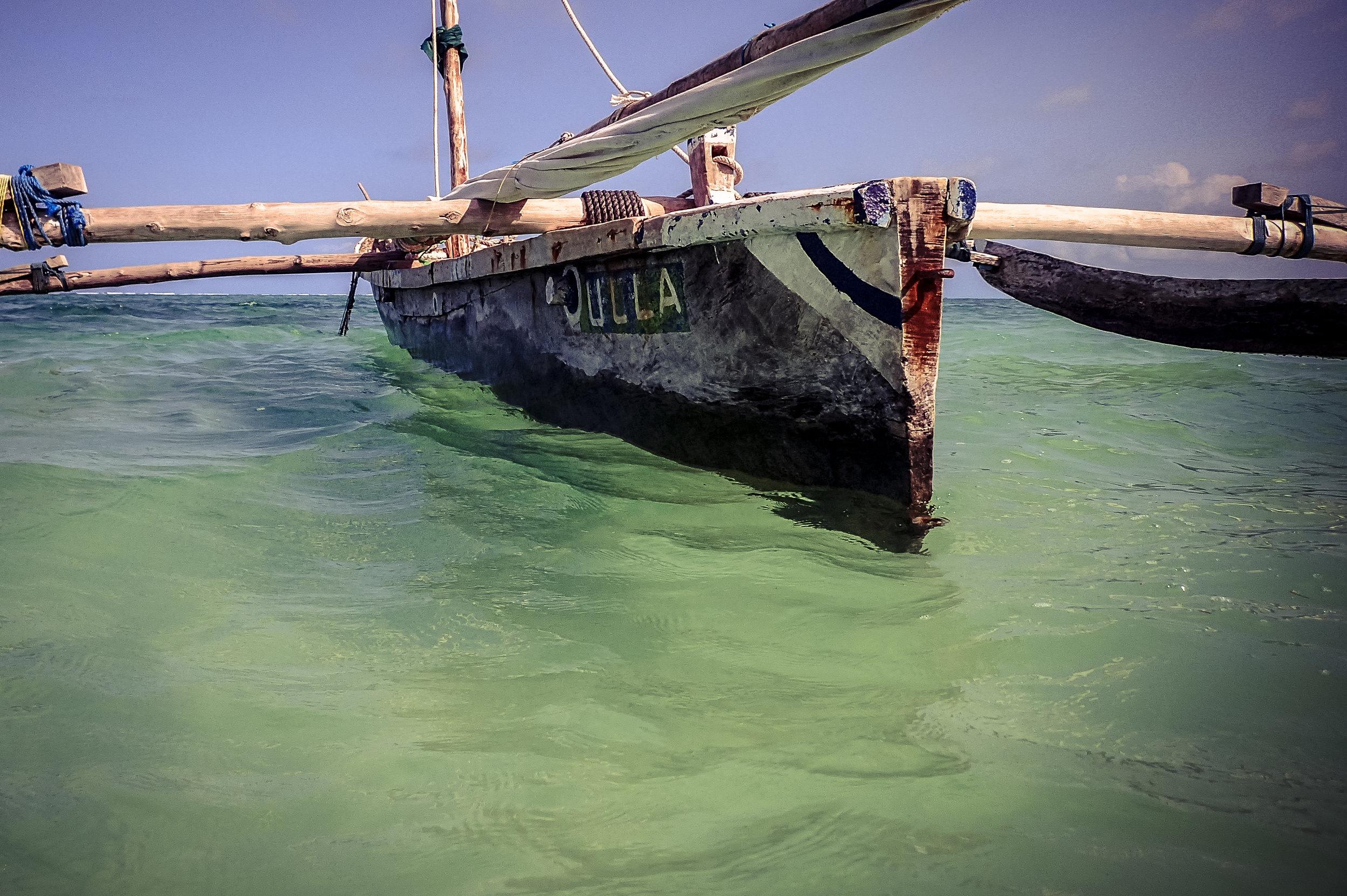 A Zanzibarian dugout canoe. Photo: @ritasteyn