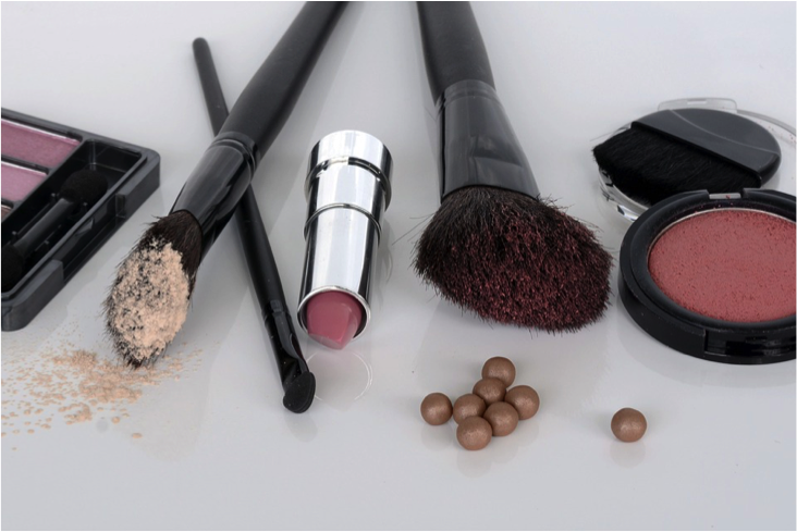 The make up we typically buy and use comes in plastic packaging, which is usually thrown away after use. Photo: Pixabay.
