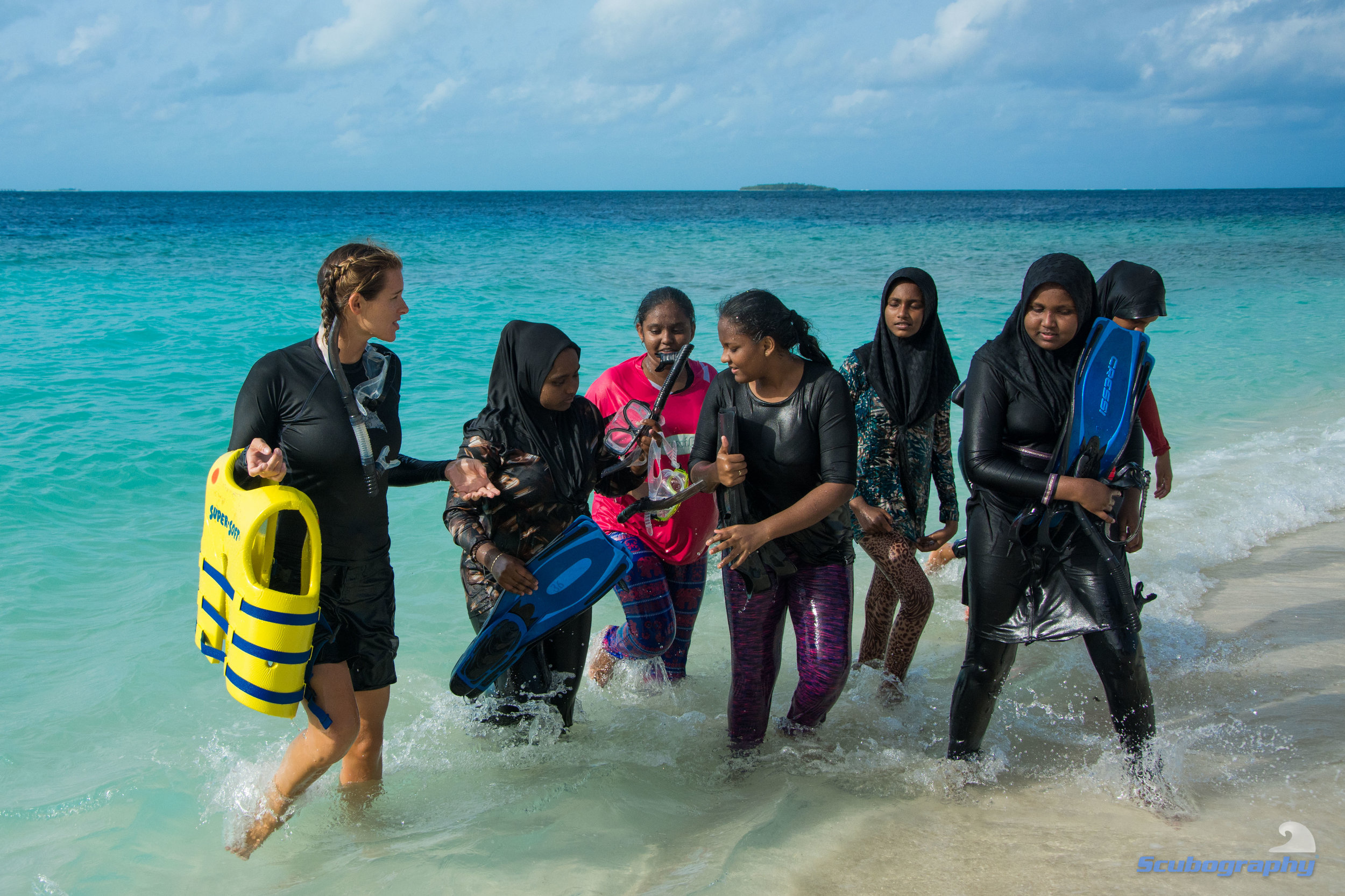 Flossy exiting the water from a snorkel trip with a group of students. Photo: Simon Hilbourne @scubography (Courtesy of Manta Trust)