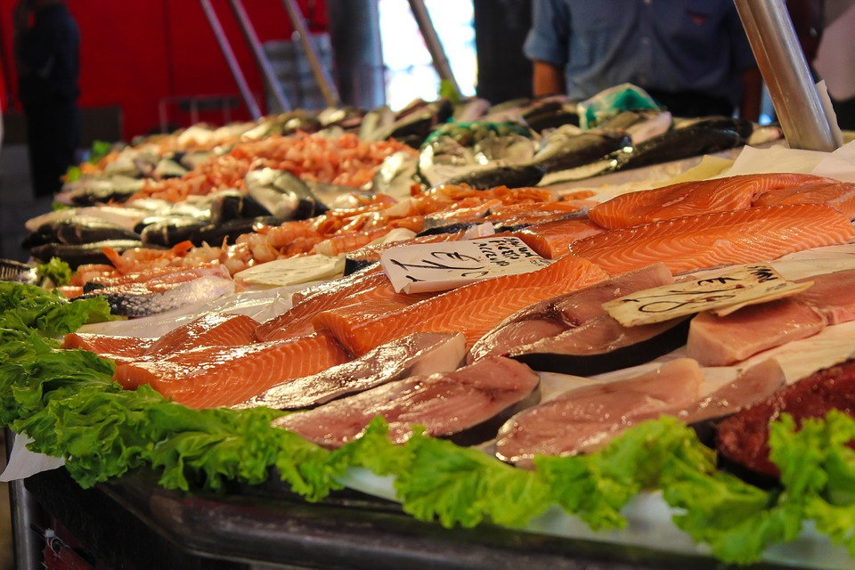 Delicious looking salmon fillets in a market. Pixabay