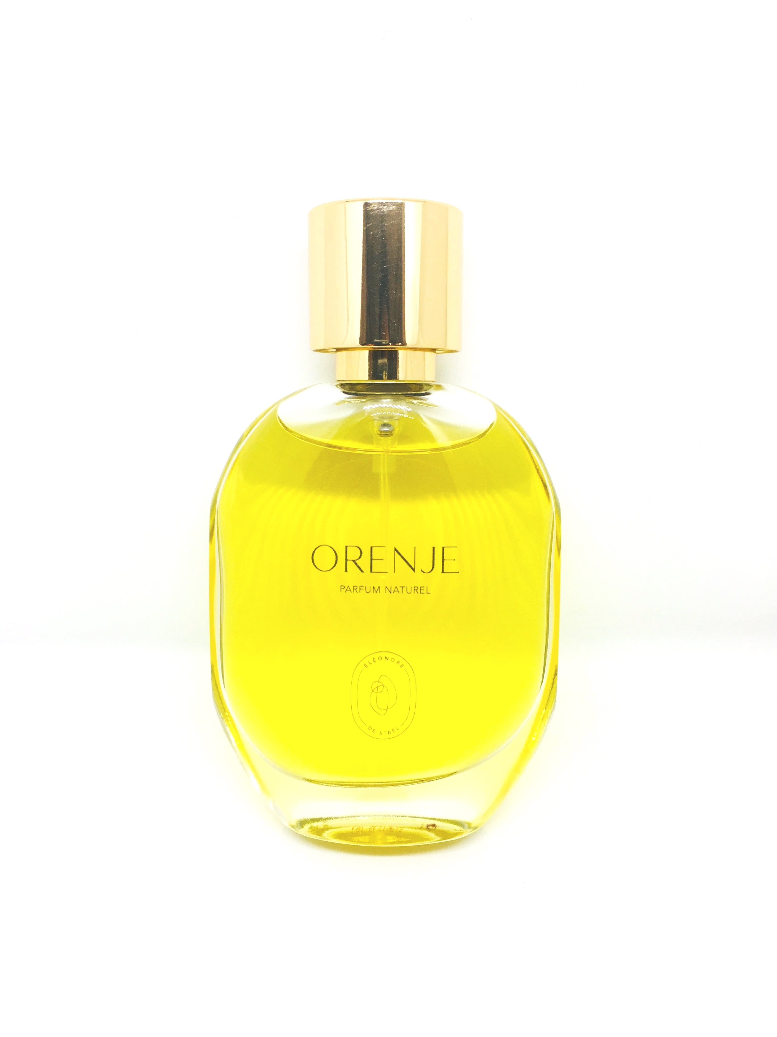ORENJE - Une ode à l'oranger, le bigaradier, l'arbre à partir duquel sont extraites les huiles essentielles de la fleur d'oranger. Orenje délivre un message de générosité au cœur de sa fragrance.Son nom Orenje :• Orange l'agrume, les matières premières qui en sont issus, la couleur• L'or, la lumière• En, a l'intérieur, le dedans• Je, soi, celui qui porte le parfum