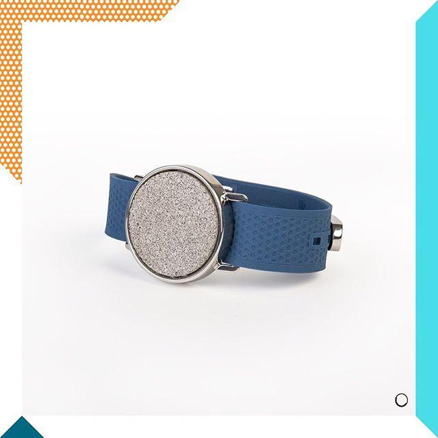 [Olfactive Jewelry]💍🌹 💥JEUX CONCOURS💥 On vous présente la nouvelle collab @olaaf_bracelets x @maisonbo . Pour la fête des pères, Maison BO et Olaaf s'associent pour créer un bijou olfactif unique. Une collab 100% française qui propose une nouvelle expérience de porter son parfum avec un bracelet interchangeable (plusieurs coloris). Pour remporter cet ensemble: - Suivre notre compte et celui de @olaaf_bracelets - Invitez deux amis et plus en commentaires💃🏾🕺🏻 - Bonus pour le partage du concours en story 🚀  Vous avez jusqu'au Dimanche 9 juin Minuit pour tenter votre chance.💪🏻 Good Luck🍀 • • • #concoursinstagram #bracelet #jeuxconcours #madeinfrance #paris #participation #bijouxcreateur #bijou #faitmain #perfume #original #jewelrygram #brand #fragrances #instabijoux #bijouxcreateur  #montre #parfum #partenariat #bijouxtendance #timepiece #jewelryoftheday #vote #designinspiration #strap  #collaboration #collab #parfumbranded #maisonbo #concours