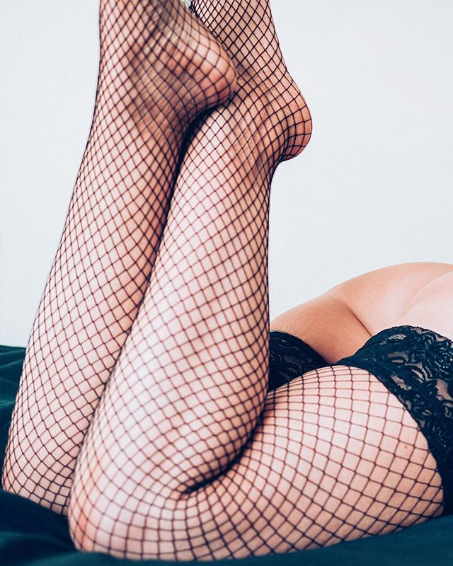 Wednesday bum day with the beautiful @sc_sox!  #bum #fishnets #ass #bed #chill #feetporn #feet #footfetishnation #naked #nude #beauty #soft #socks #bumday