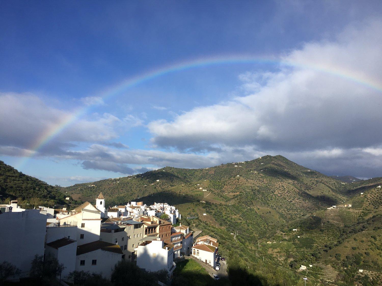 Läheinen Canillas de Albaidan kylä.