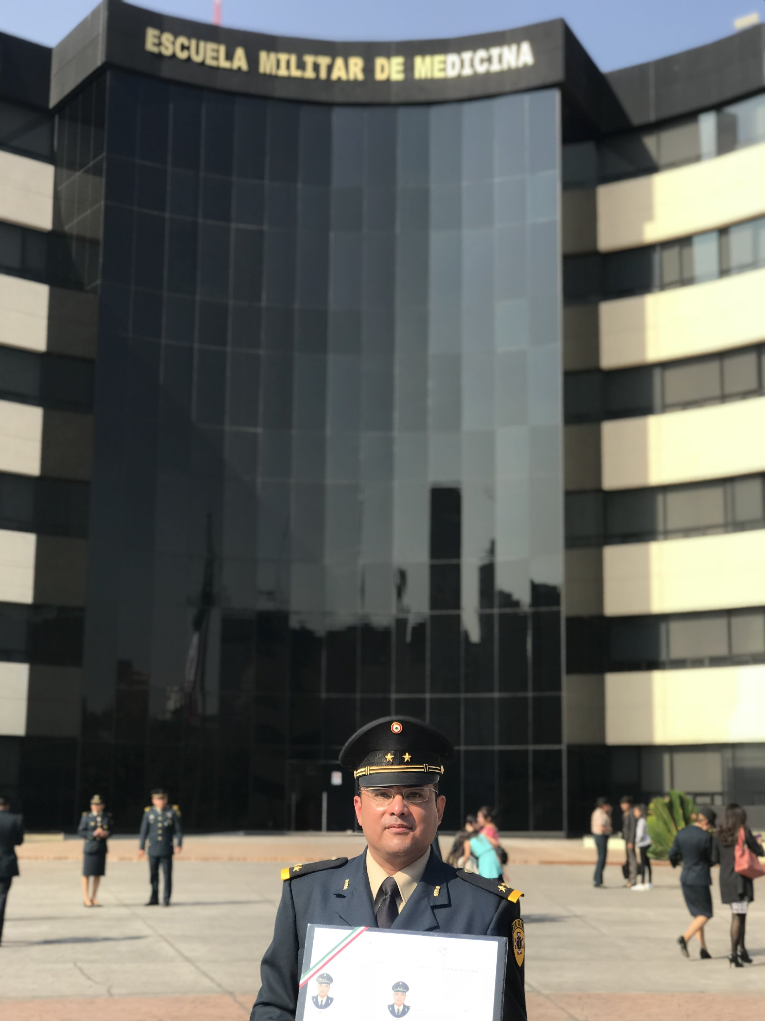EGRESADO DE la escuela medico militar. - Universidad del Ejército y Fuerza Aérea Mexicana.
