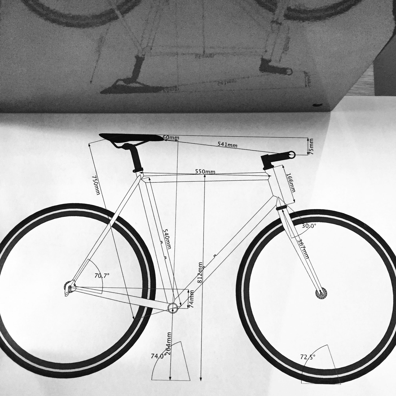 VENTE - Vente des vélos haute de gamme de Parlee, Moots et Pivot. Montage du cadre a la carte, roues faites main.Vélos de route, gravel ou VTT.