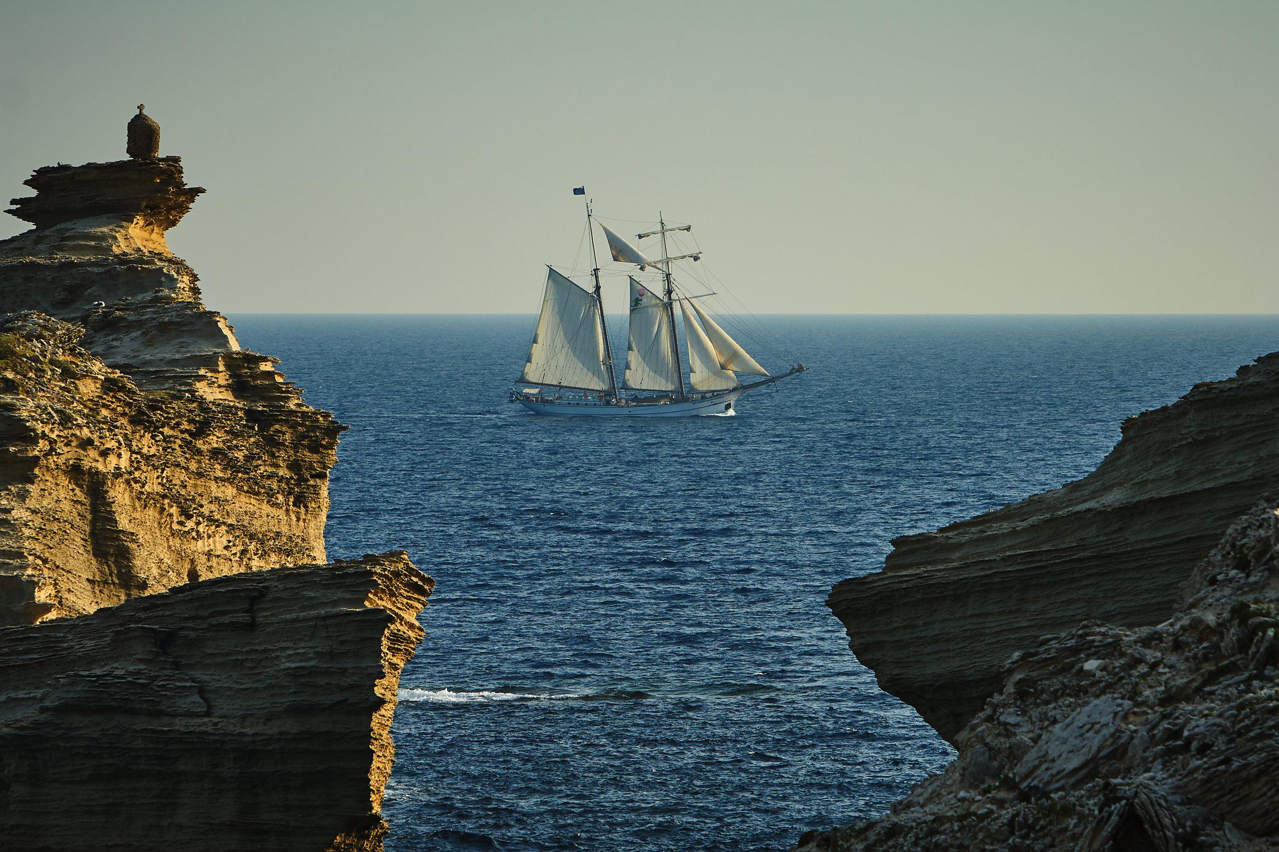 THE PORTHOLE AS A LENS: A LIFE AT SEA WITH SEA SEMESTER -