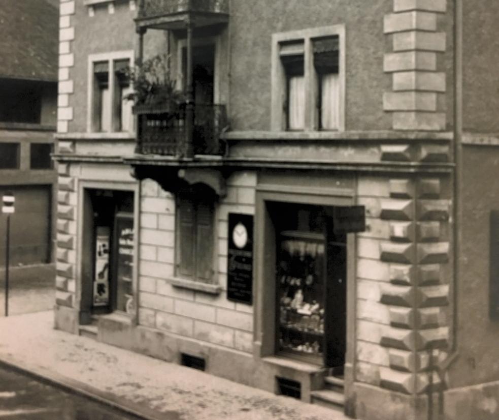 1926 - Gründung von Bourquin Uhren und Bijouterie durch Anna und François Bourquin und erstes Geschäftslokal an der Konradstrasse in der Nähe des Hauptbahnhofs.