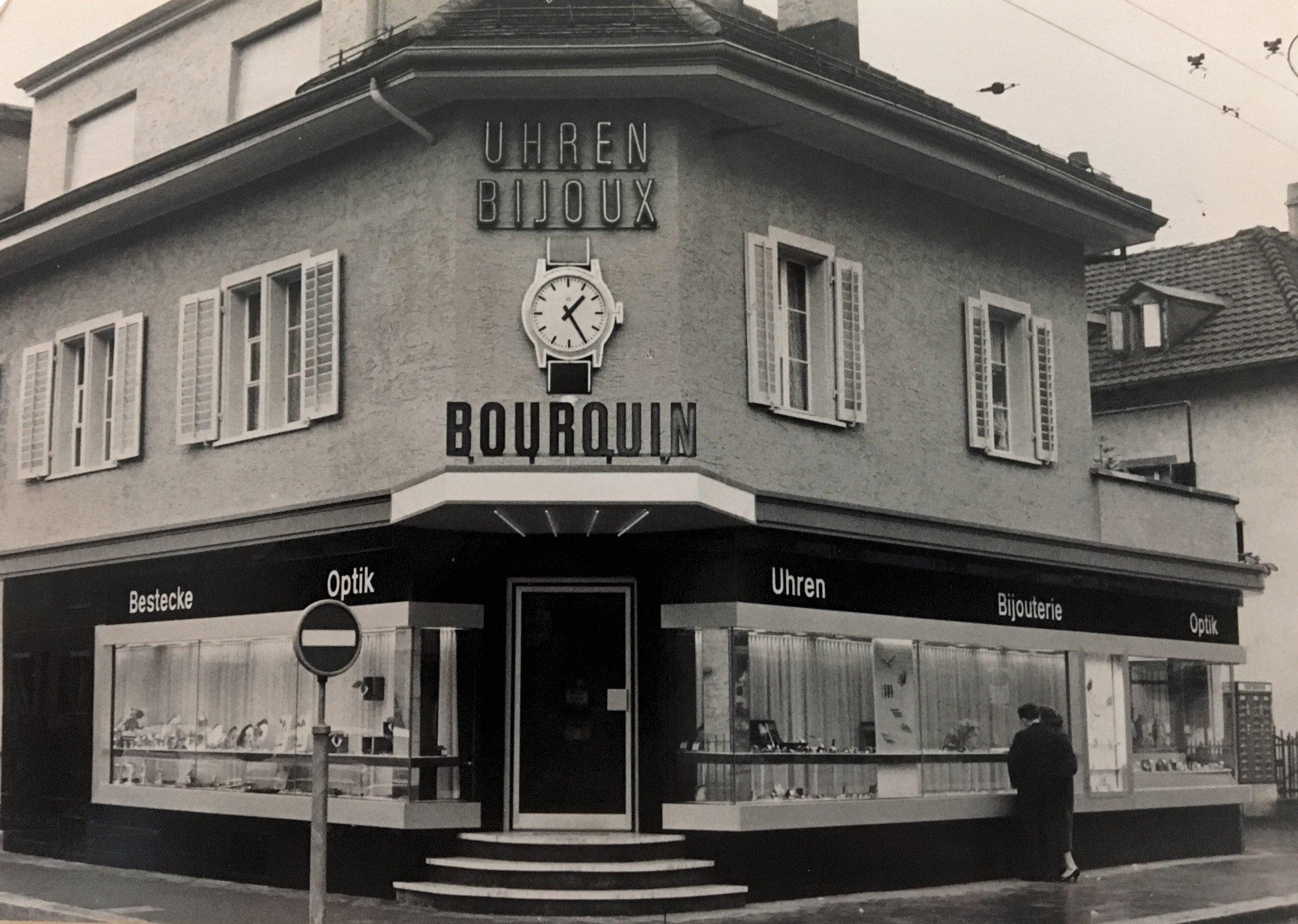 1959 - Umbau und Wiedereröffnung unserer modernisierten Verkaufsräume und Einstieg von Raymond Bourquin, der das Geschäft heute noch gemeinsam mit seiner Ehefrau Erika Bourquin und seinem Sohn Michel Bourquin führt.