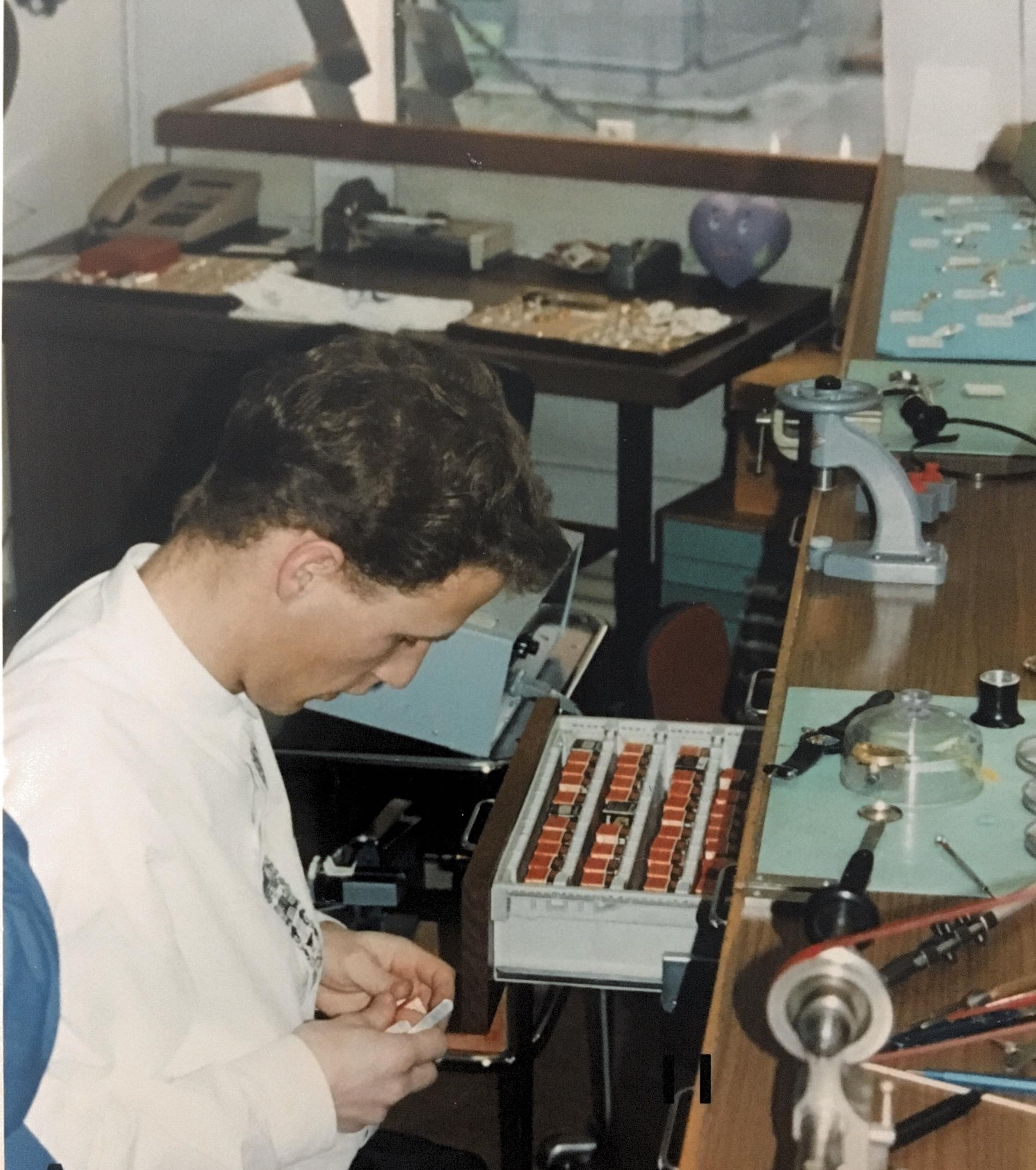 1989 - Eintritt von Michel Bourquin, der in dritter Generation das Geschäft an der Langstrasse zusammen mit seinen Eltern führt.