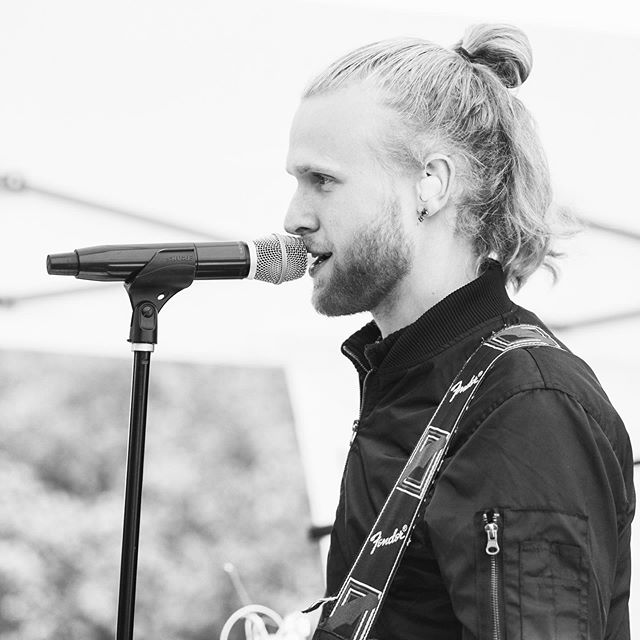 on a sunday • • • #band #singer #manbun #wedding #livemusic #guitarist #voice