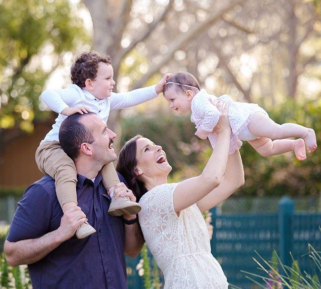all smiles for baby sis 😻#losaltosphotographer #gamblegarden #sarahslaytonphotography #paloalto #springfamilysession #familysession