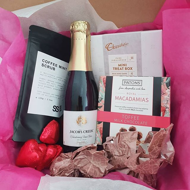 Why not spoil your BFF with a gift box delivered right to their door? 🙏😍 Yes please!! Order yours at www.simplyso.com.au/shop