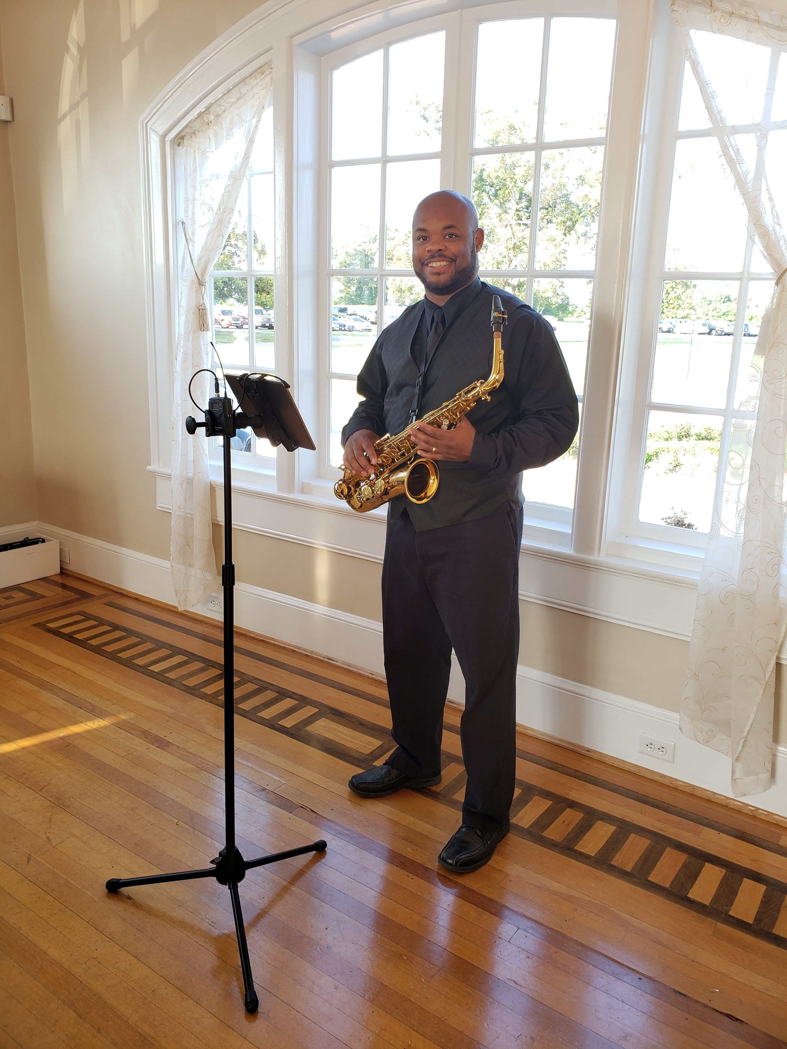 Ezra is a trained musician and regularly works together with other professional instrumentalists as requested.