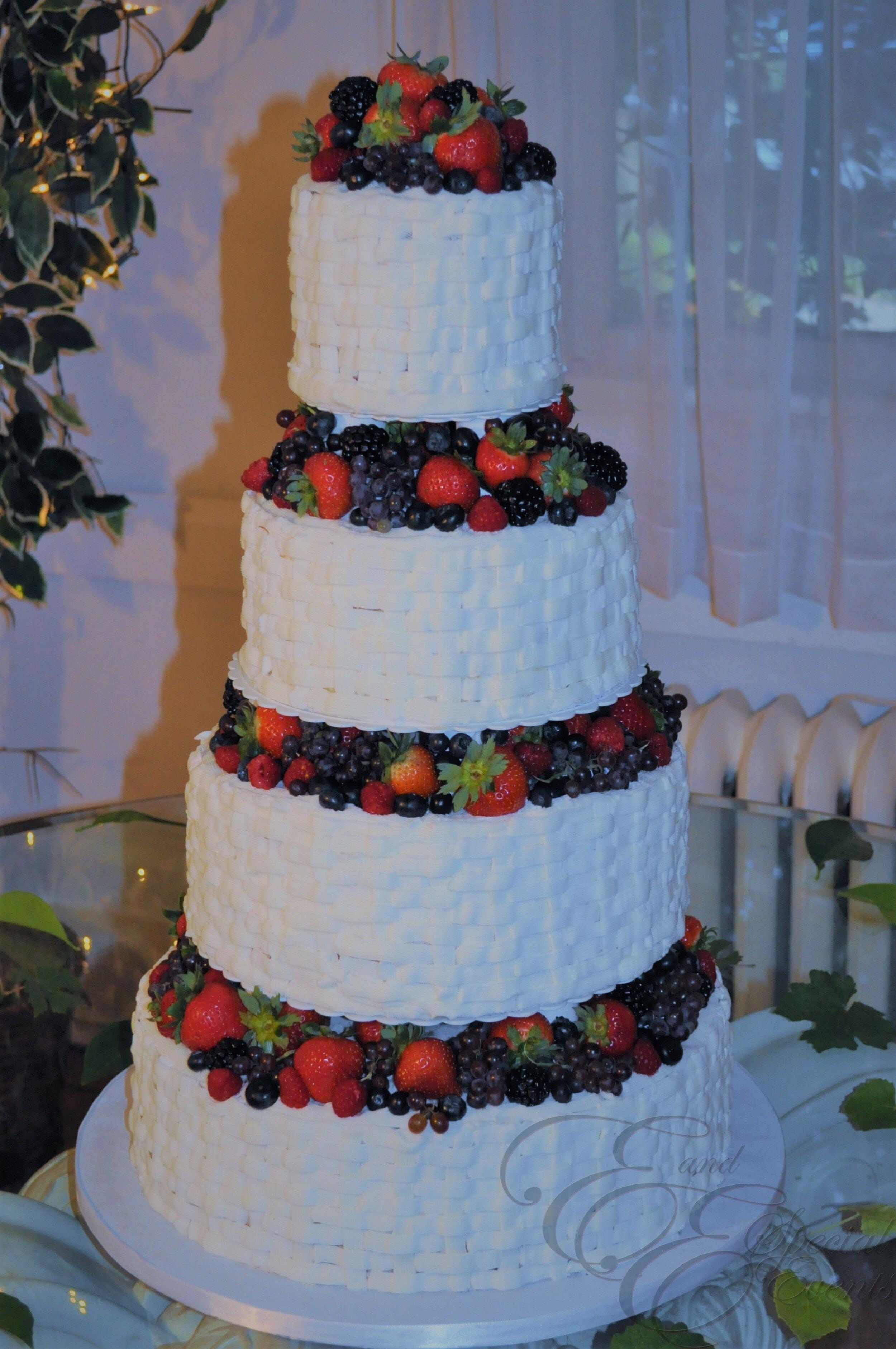 E_E_Special_Events_Unique_Wedding_Cakes_Virginia_Beach_Hampton_Roads22.jpg