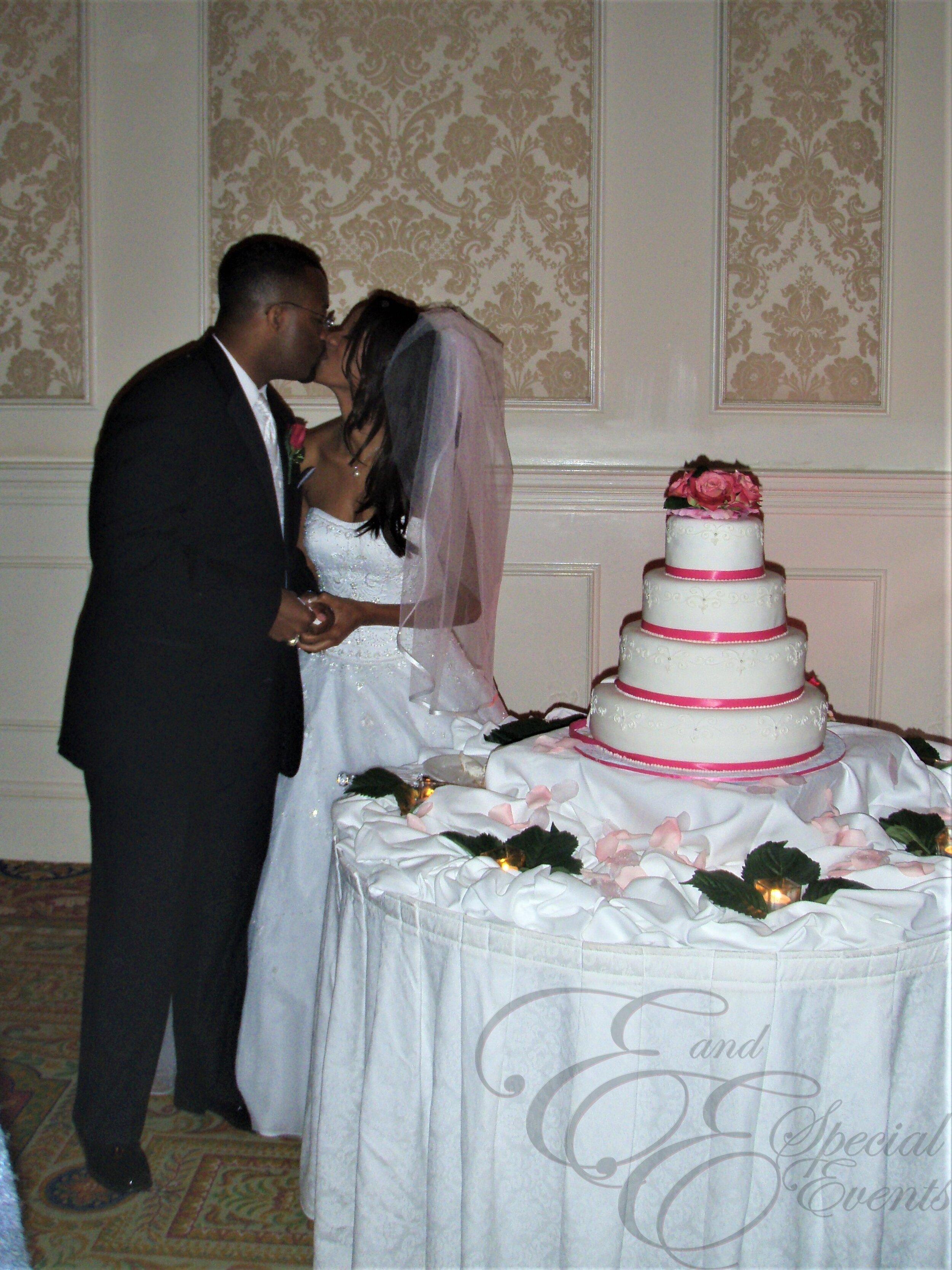 E_E_Special_Events_Wedding_Cakes_Virginia_Beach_Hampton_Roads_Simple_Designs14.jpg