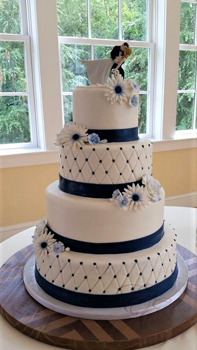 Blue daisy wedding cake.jpg