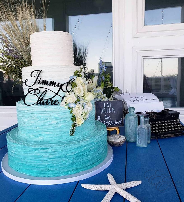 Blue ombree wedding cake.jpg