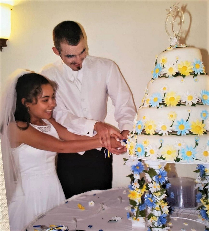 daisy wedding cake.jpg