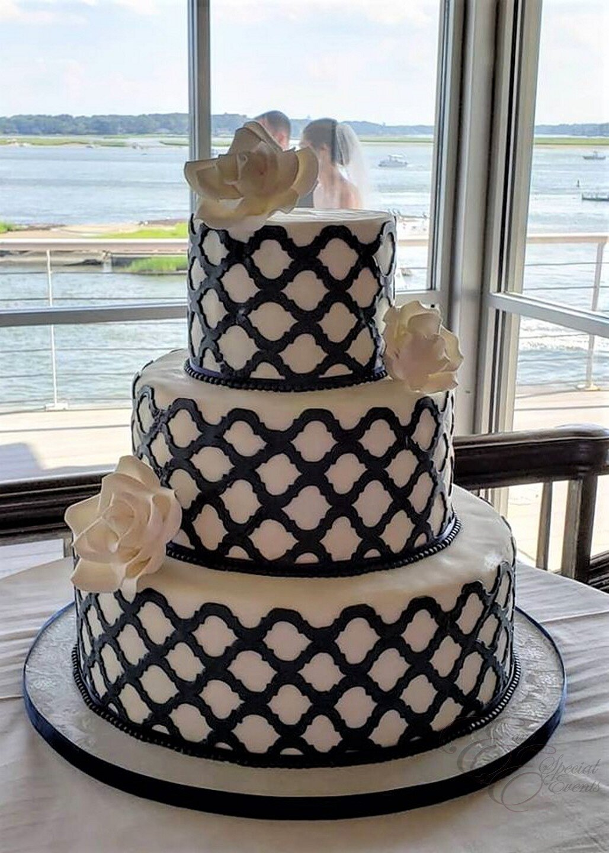 navy blue wedding cake.jpg