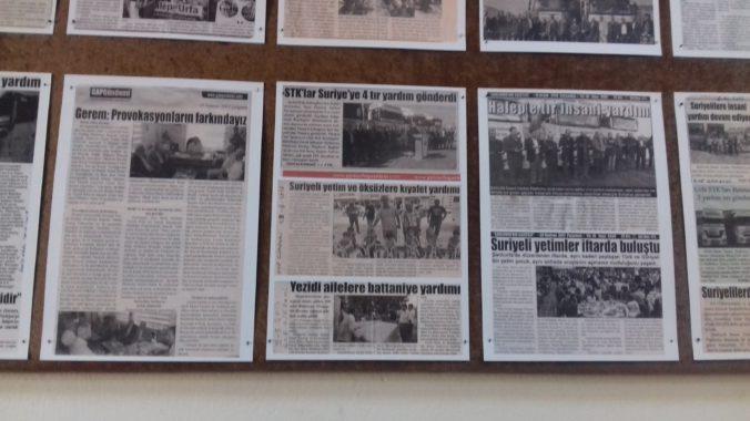 News about the humanitarian assistance provided by Şanlıurfa İnsani Yardım Platformu (Humanitarian Aid Platforms), which is an umbrella organization of 84 local NGOs. Photo taken in Şanlıurfa city center by the author on 29 July 2018.