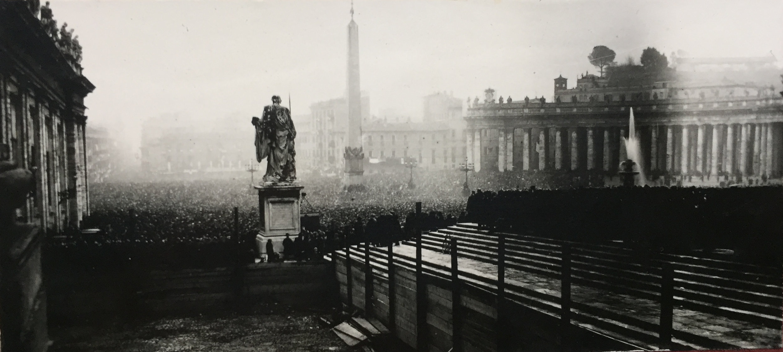 A view of St Peter's Square, Tuesday, 12 February 1929, taken by one of the students of the Venerable English College   AVCAU, Photographic collection, 1929